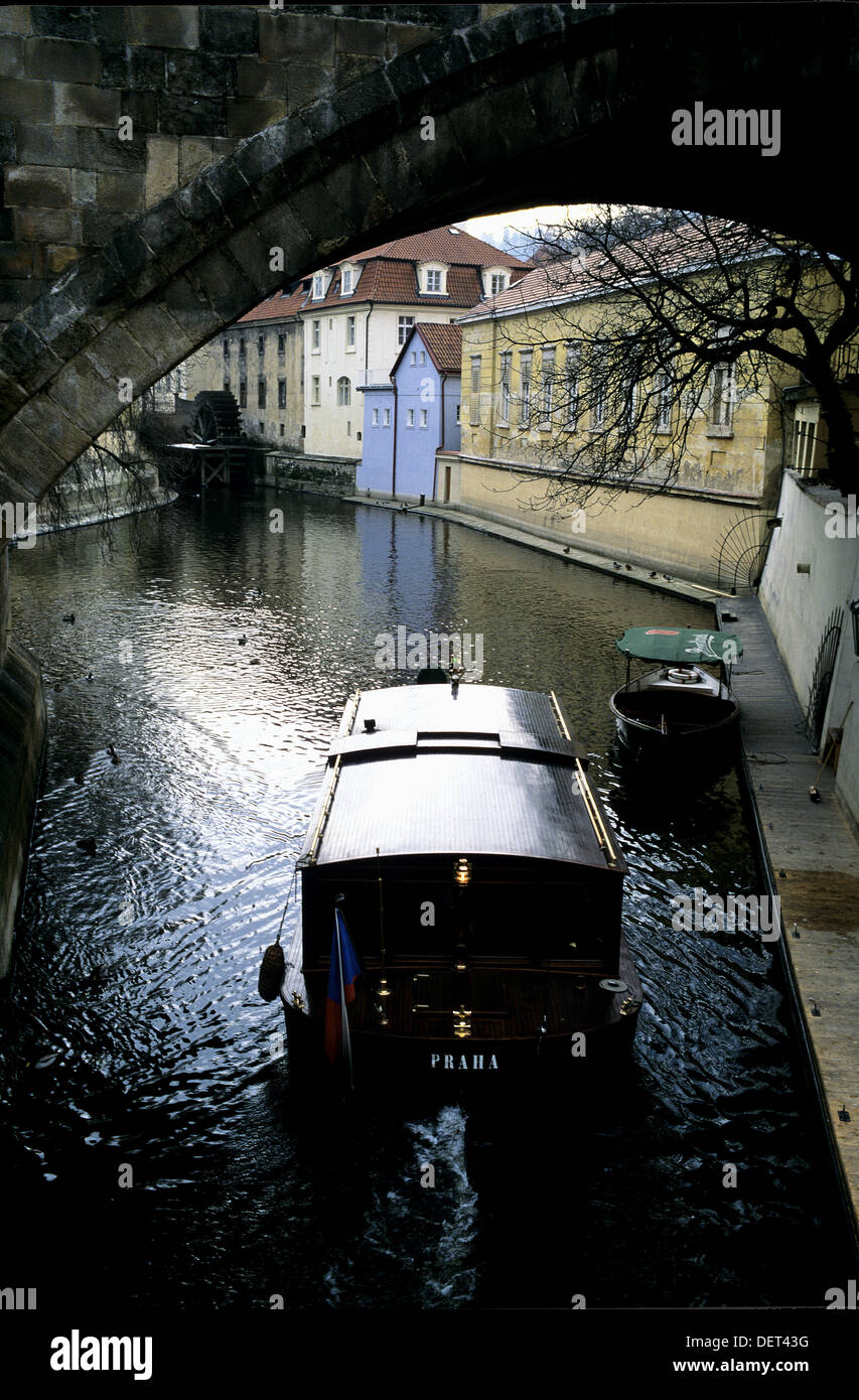 Boat plies the channel in Prague - Stock Image