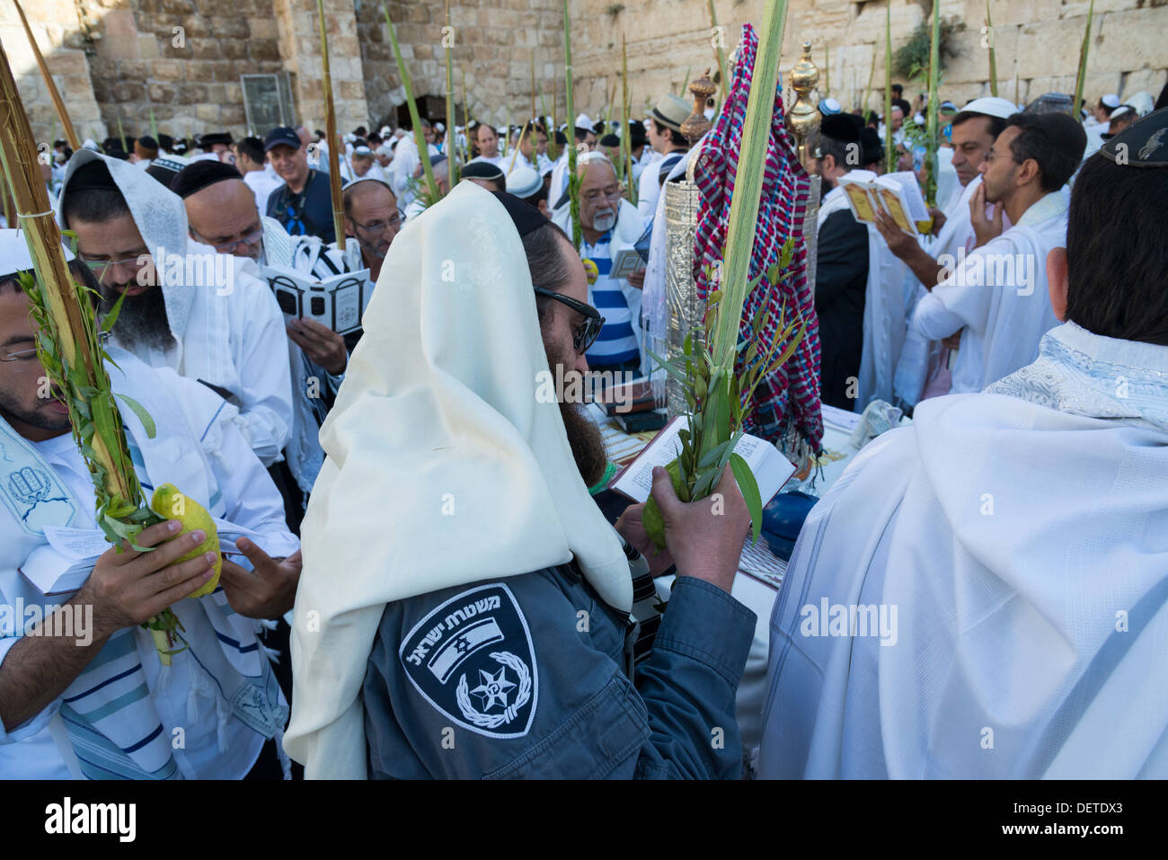 Israeli Jewish policeman praying with a Lulav during the Sukkot Jewish festival. Western Wall. Jerusalem Old City. Israel. - Stock Image