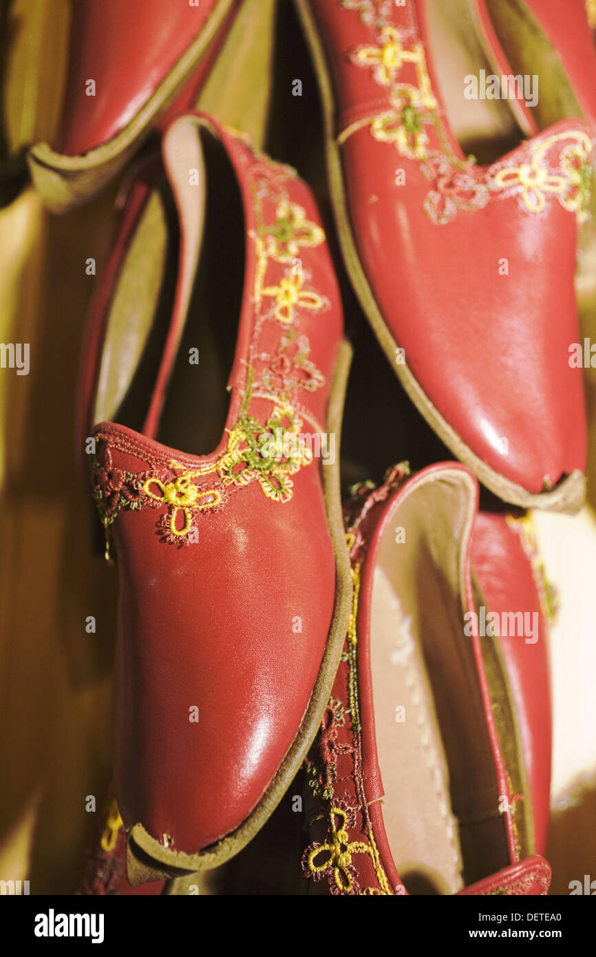 Hand crafted leather shoes in bazaar, Antep. Gaziantep province, Anatolia, Turkey - Stock Image