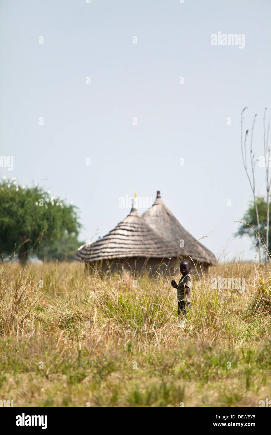 child and huts in southern sudan - Stock Image