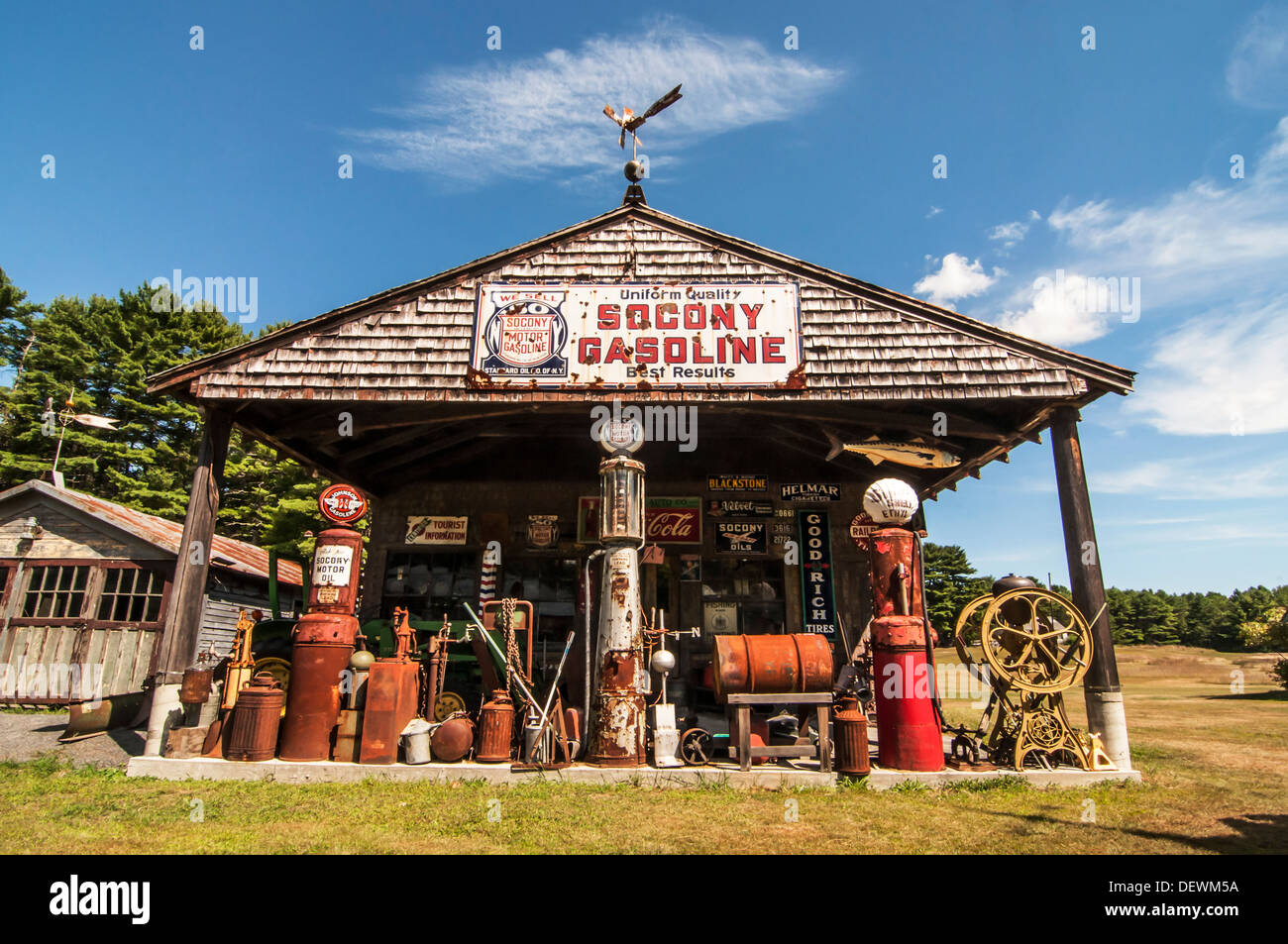 Old Fashioned Gas Station High Resolution Stock Photography And Images Alamy