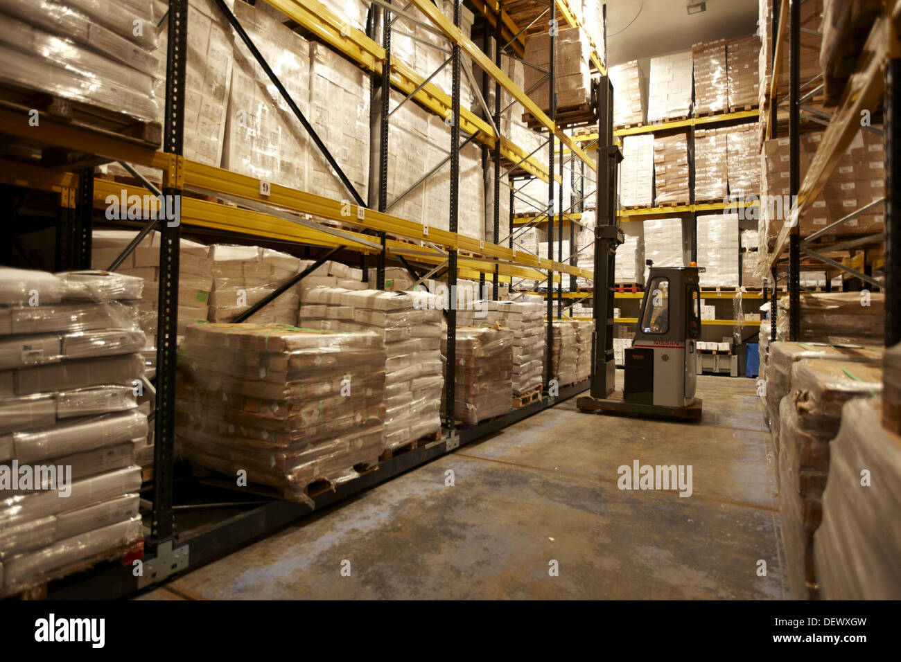 Cold-storage room refrigerated and frozen salt cod distribution & Cold-storage room refrigerated and frozen salt cod distribution ...