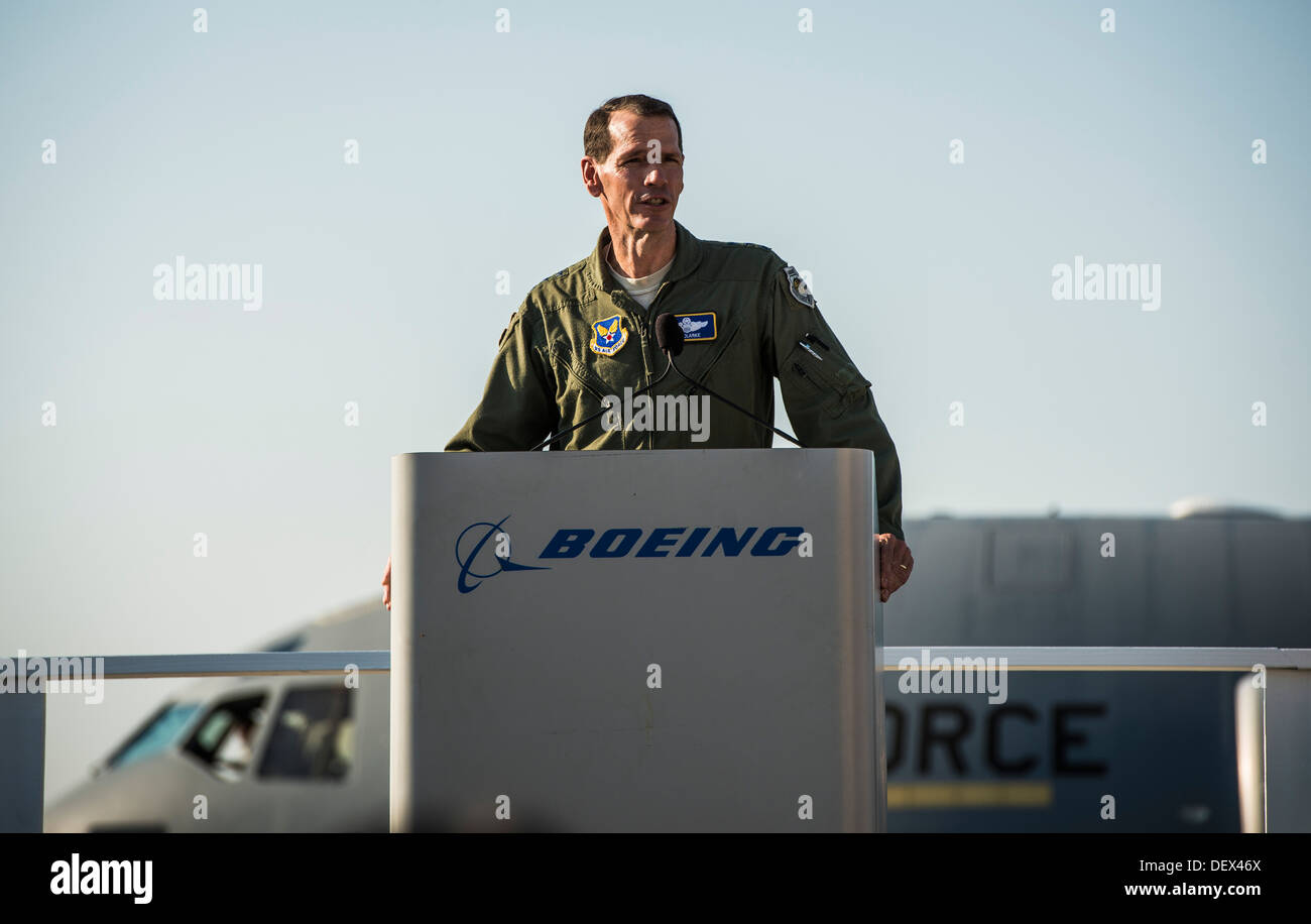 Lt. Gen. Stanley Clarke, Air National Guard director, speaks to Boeing employees at the final U.S. Air Force C-17 Globemaster II - Stock Image