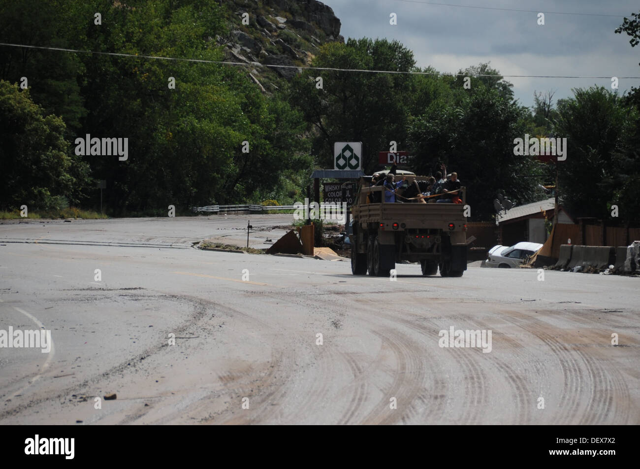 Colorado National Guardsmen assist Boulder County authorities transport evacuated residents of Lyons, Colo., to Longmont, Colo. - Stock Image
