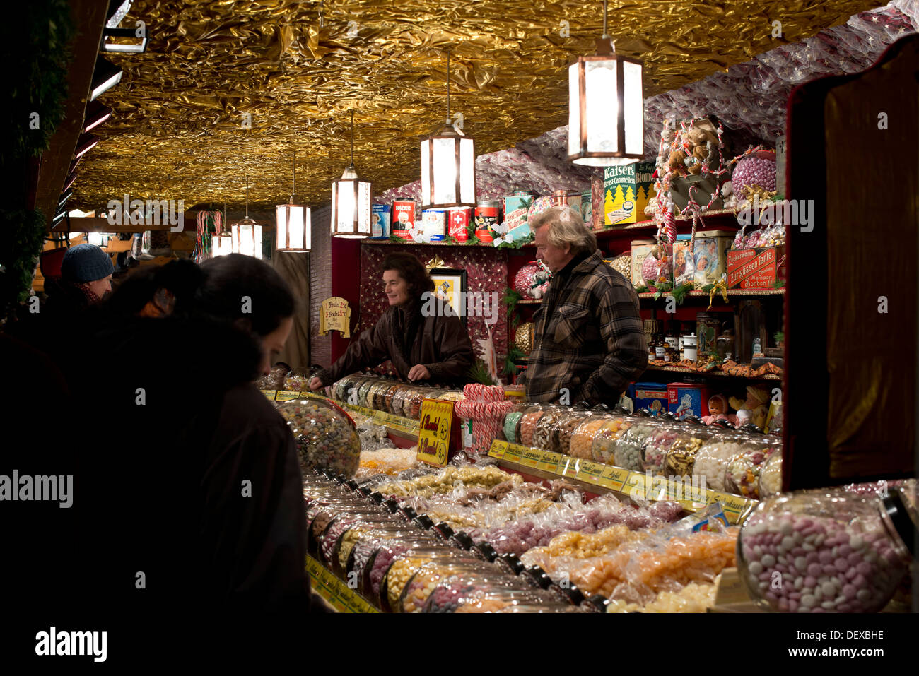 Famous Christmas market in Nuremberg in the evening. Abendstimmung auf dem  Nürnberger Weihnachtsmarkt Stock Photo