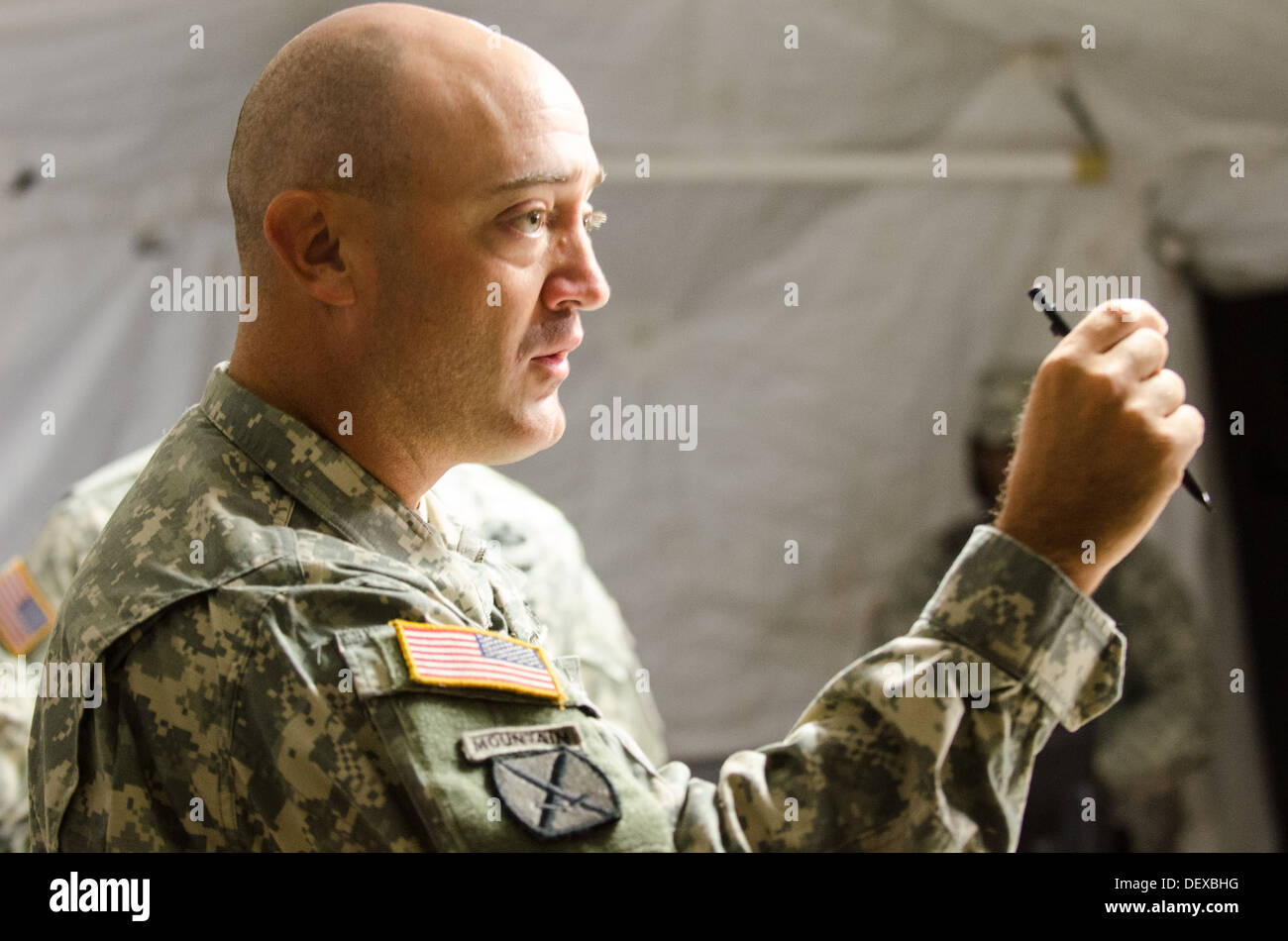 Staff members of the 48th Infantry Brigade Combat Team update the brigade commander, Col. Randall V. Simmons Jr., on activities - Stock Image