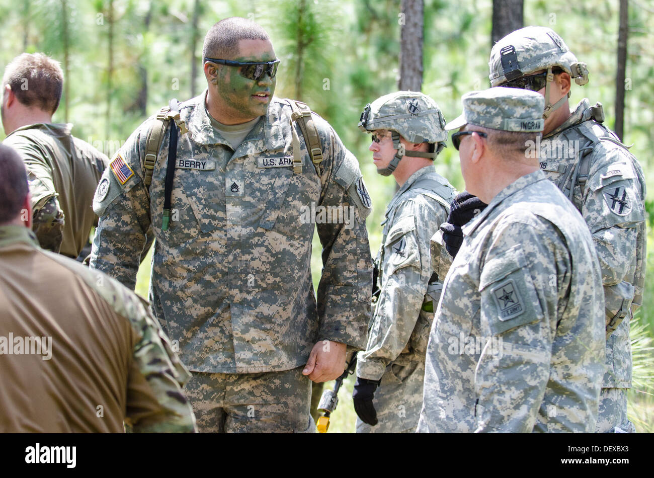 Army National Guard director Lt. Gen. William Ingram, Jr. speaks with Georgia National Guard Staff. Sgt. Stefen Berry after a pl - Stock Image