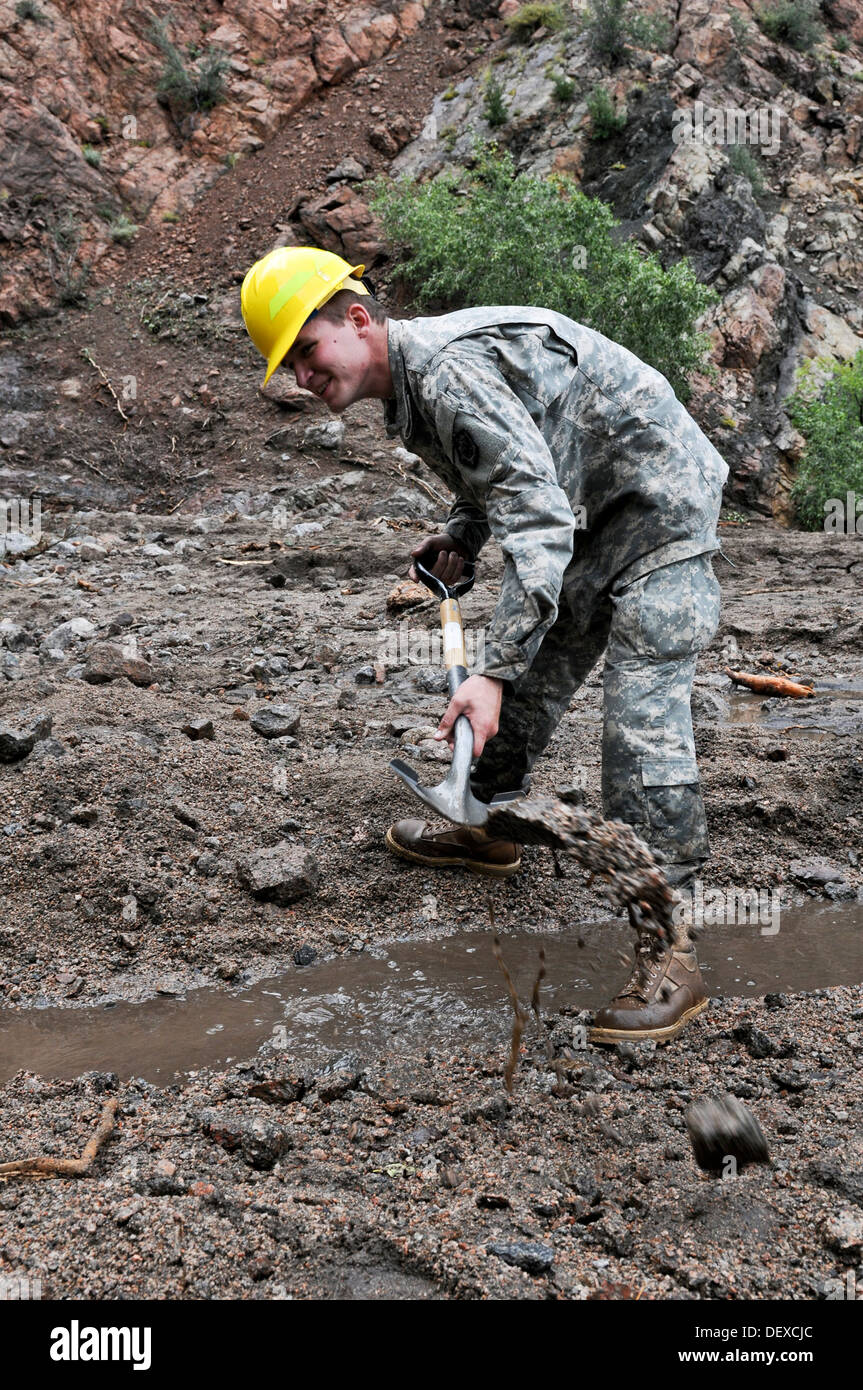 CHEYENNE MOUNTAIN AFS, Colo. -- Spc. Jordan Bellows, mechanic, 615th Engineer Company, 52nd Engineer Battalion, digs a drainage - Stock Image