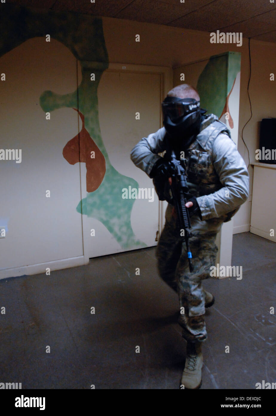 US Airmen with the 125th Fighter Wing Security Forces Squadron take part in Active Shooter Training during September drill at the 125th FW, Florida Air National Guard Base, Jacksonville, Fla, September 14, 2013. - Stock Image