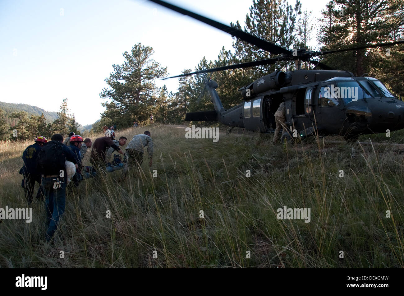 Civilian rescue personnel and members of the Colorado Army National Guard 3rd Battalion 157th Field Artillery Alpha Battery use - Stock Image