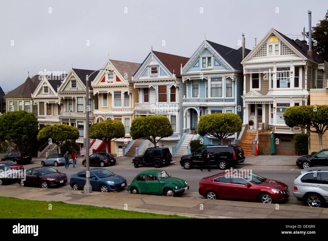 The famous Painted Ladies row of Victorian Houses on Steiner Street at Alamo Square in San Francisco, California. - Stock Image