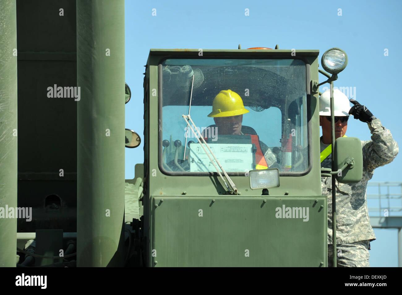PORT HUENEME, Calif. – U.S. Army Reserve Spc. Gary Borne, right, mentors Spc. Steven Looney, left, both cargo specialists assign - Stock Image