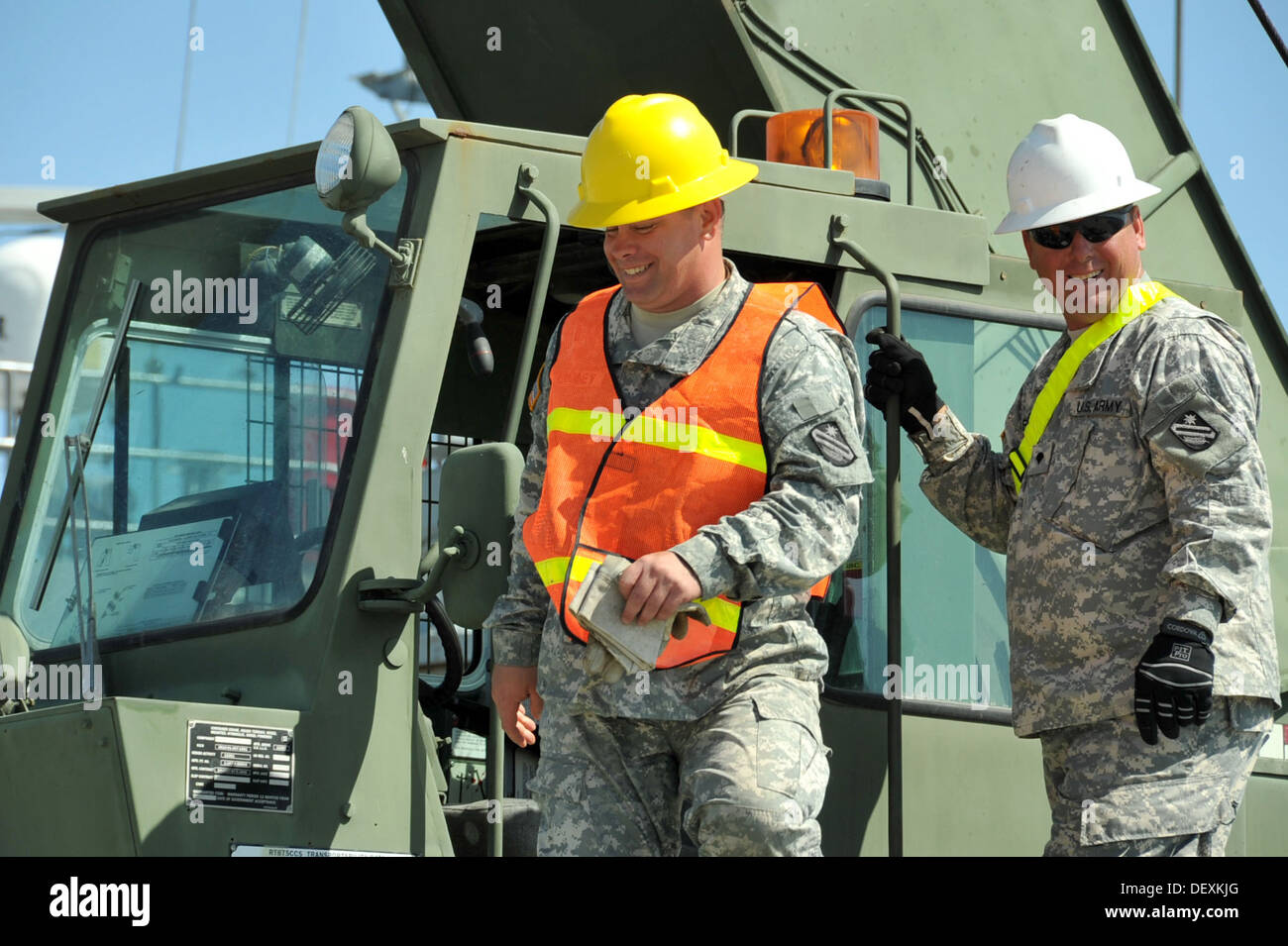 PORT HUENEME, Calif. – U.S. Army Reserve Spc. Gary Borne, right, mentors Spc. Steven Looney, left, both cargo specialists assign - Stock Image