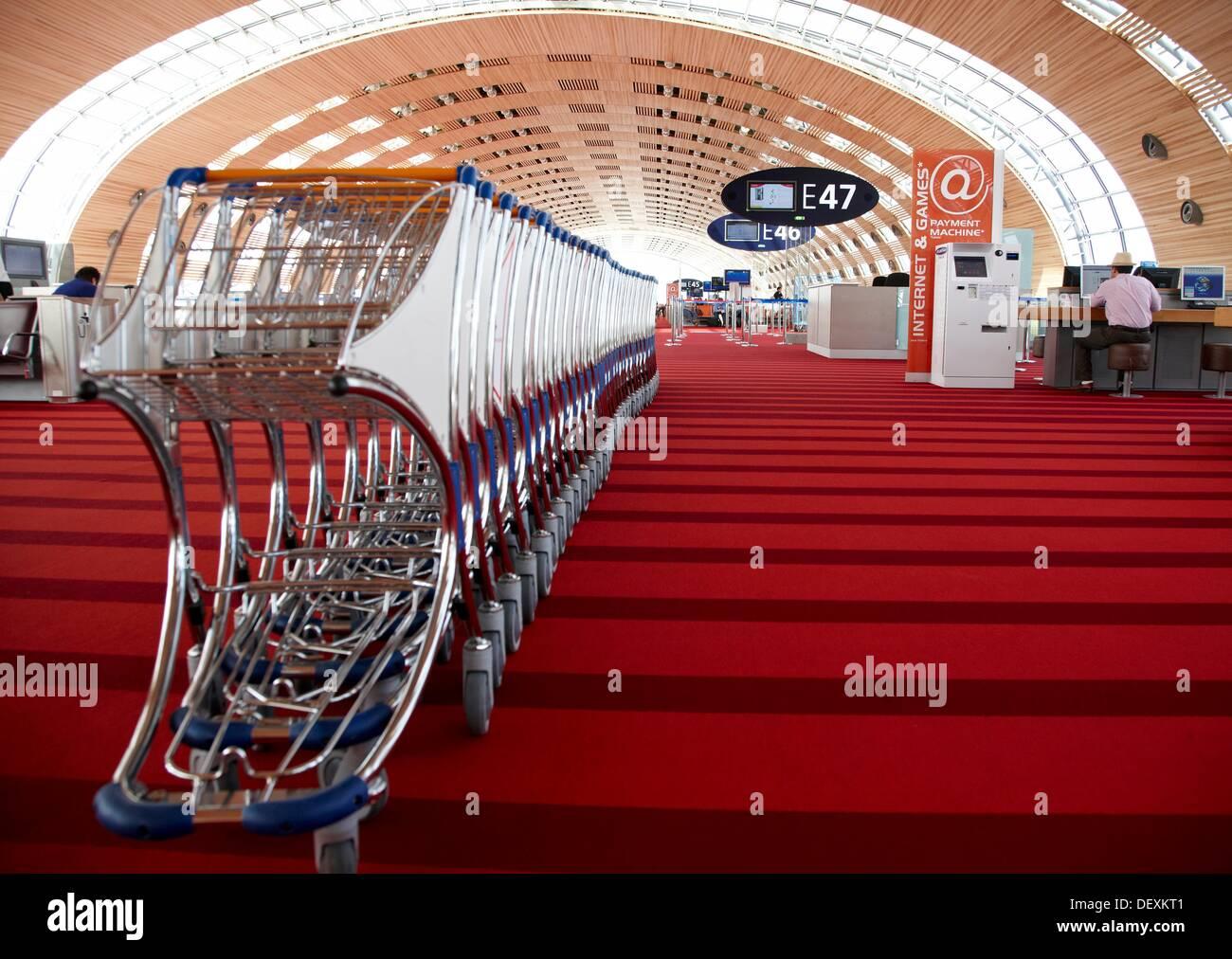 Luggage carts, Charles de Gaulle International Airport, Paris, France. - Stock Image