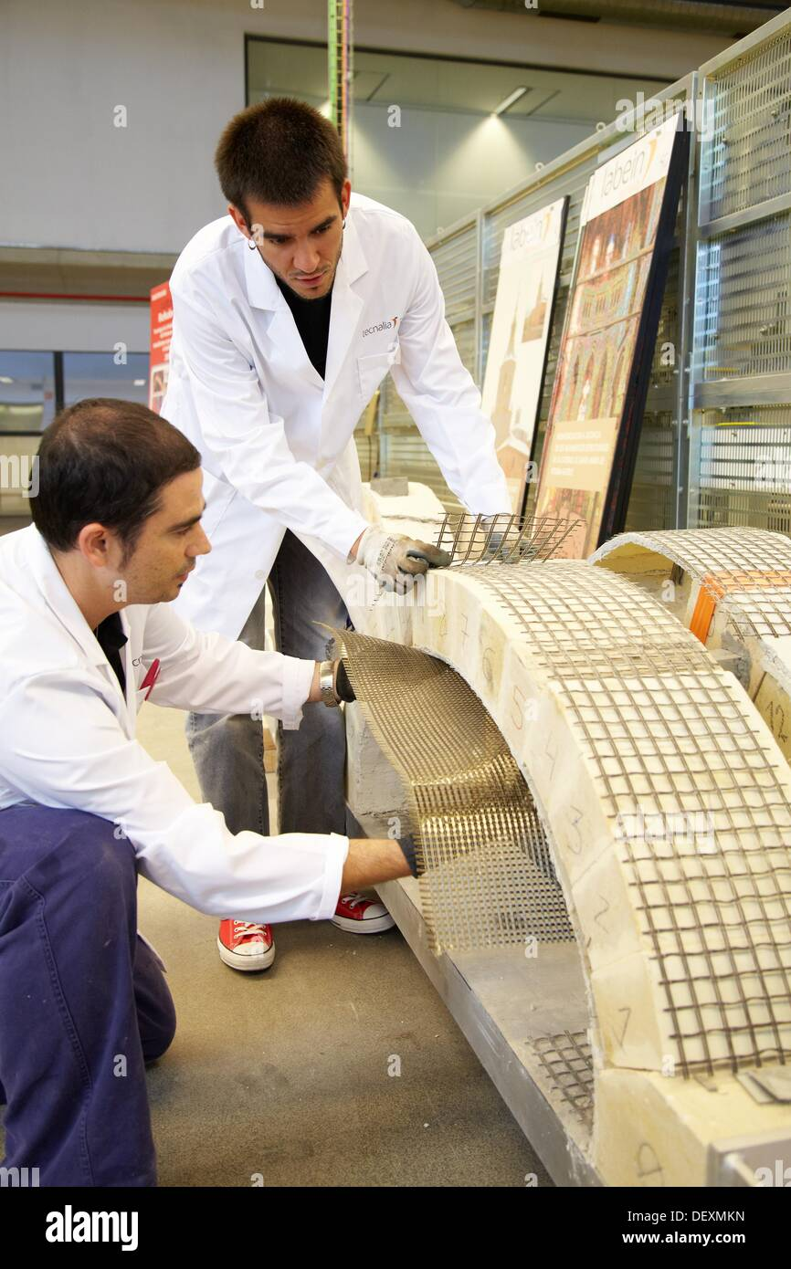 Reinforced concrete beam with tissue, Research on building materials, Tecnalia Research & Innovation, Zamudio, Bizkaia, Basque - Stock Image
