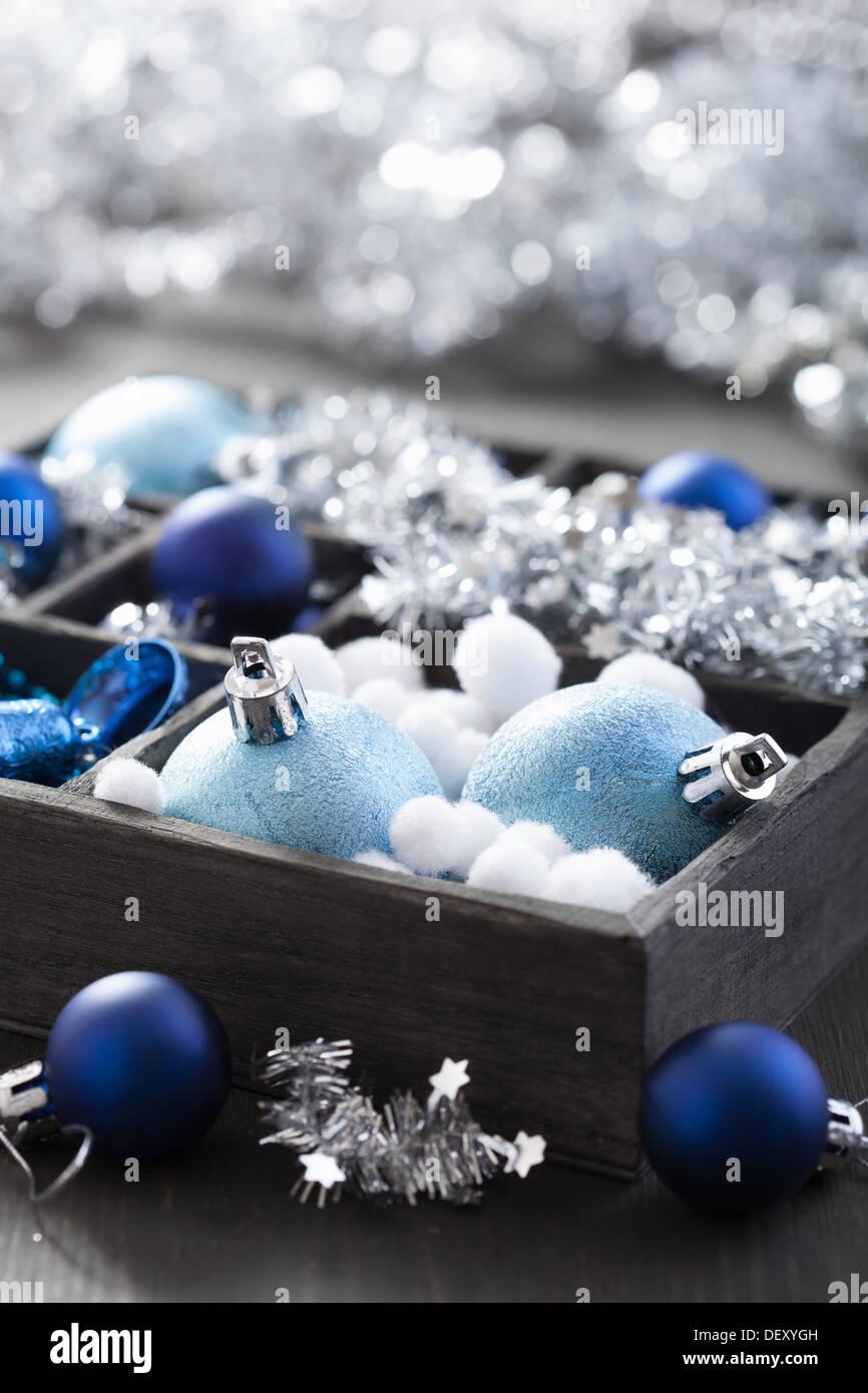 black box full of christmas decoration - Stock Image