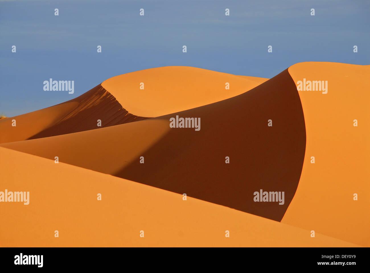 The sand dunes of Erg Chebbi, at the western edge of the Sahara desert, Meknès-Tafilalet, Morocco, Africa - Stock Image