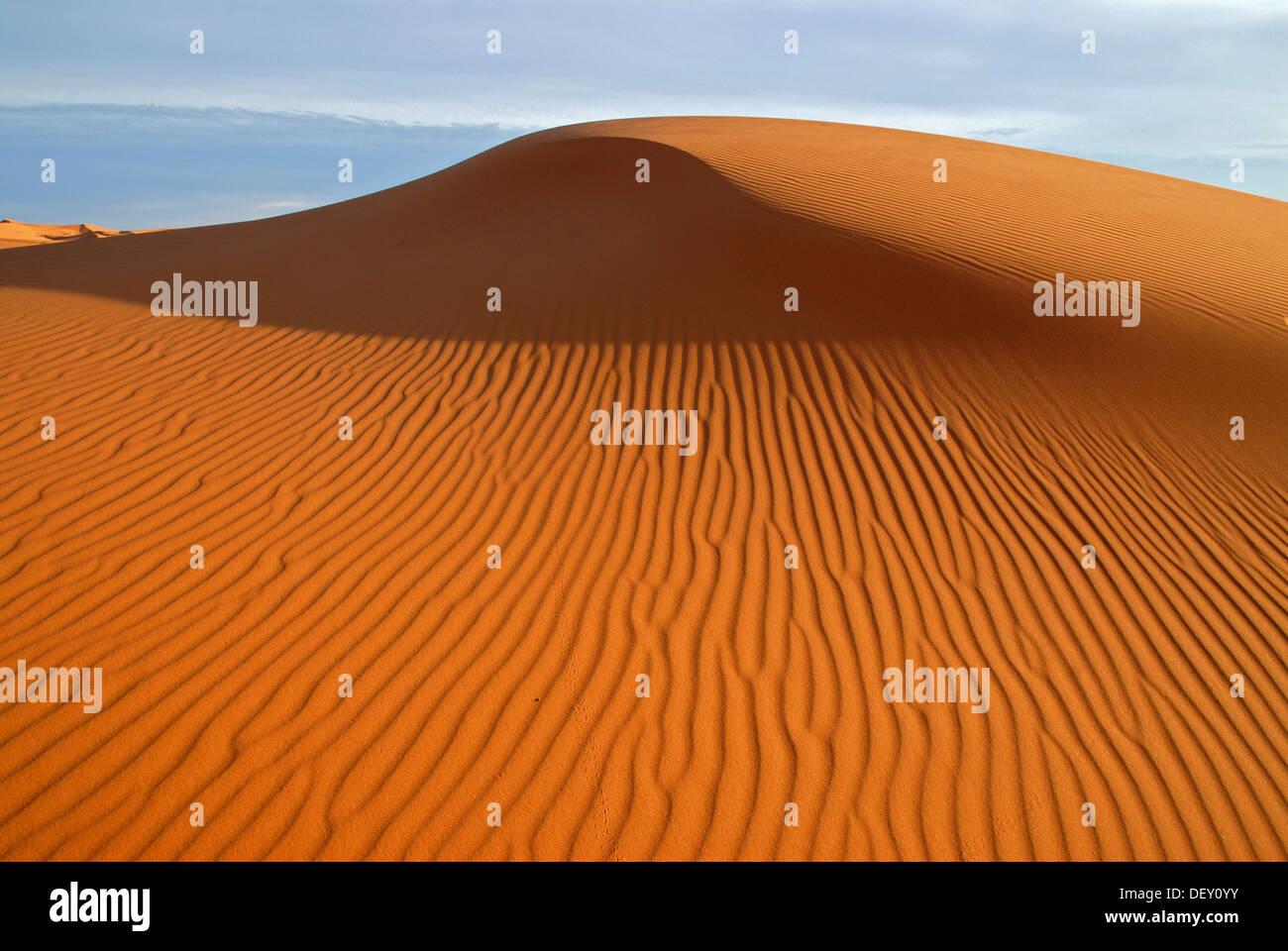 The sand dunes of Erg Chebbi at the western edge of the Sahara desert, Meknès-Tafilalet, Morocco, Africa - Stock Image