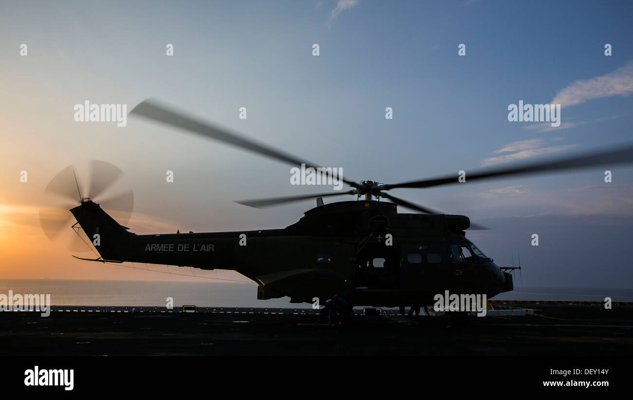 French SA 330 Puma helicopter carrying 26th Marine Expeditionary Unit (MEU) senior leaders, prepares to take takeoff from the fl - Stock Image