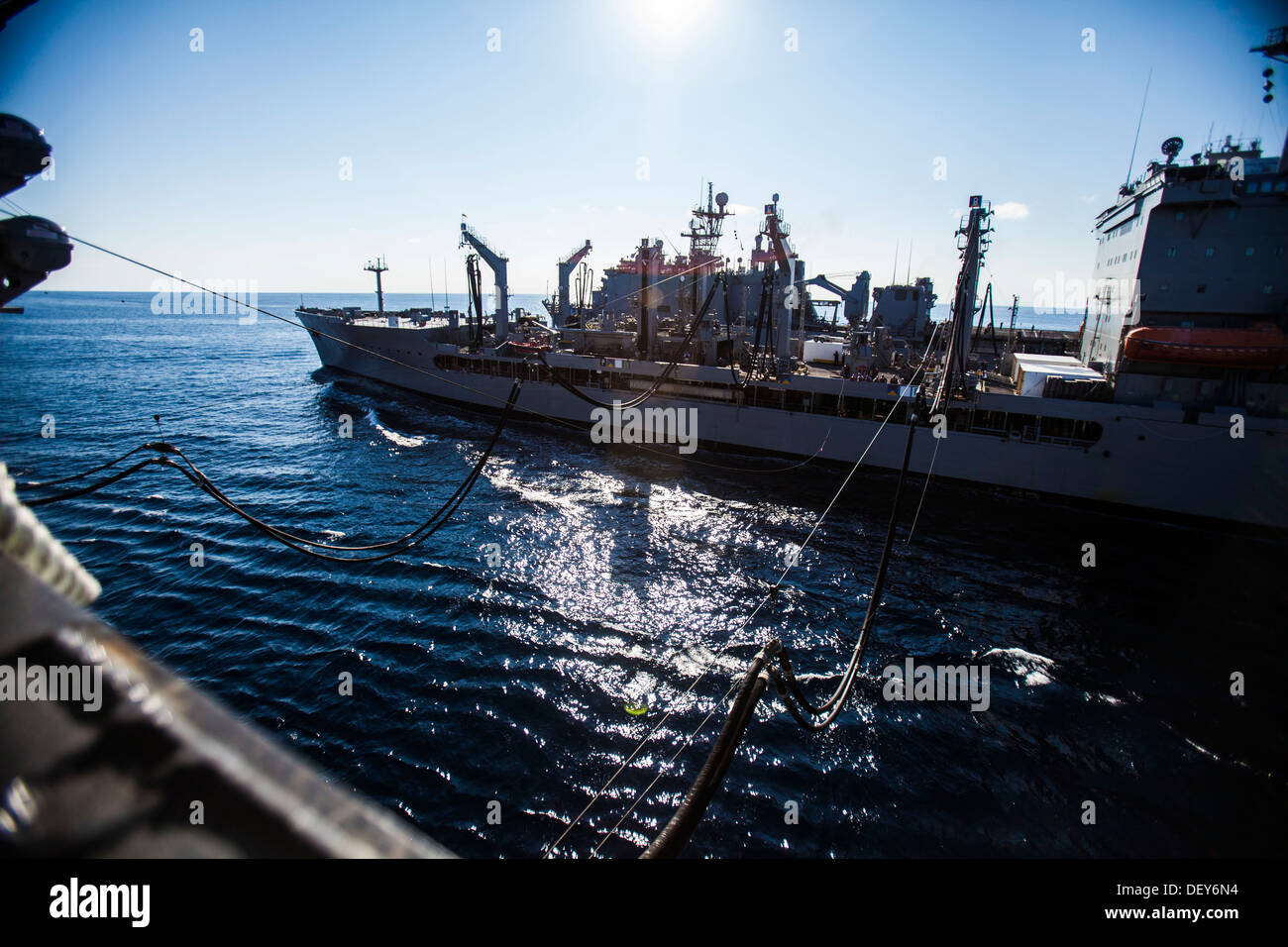 The fleet replenishment oiler USNS Big Horn (T-AOE 198), right, conducts a replenishment-at-sea with the amphibious assault ship USS Bataan (LHD 5) during the 22nd Marine Expeditionary Unit (MEU)'s PHIBRON/MEU Integration Training exercise Sept. 20, 2013. - Stock Image