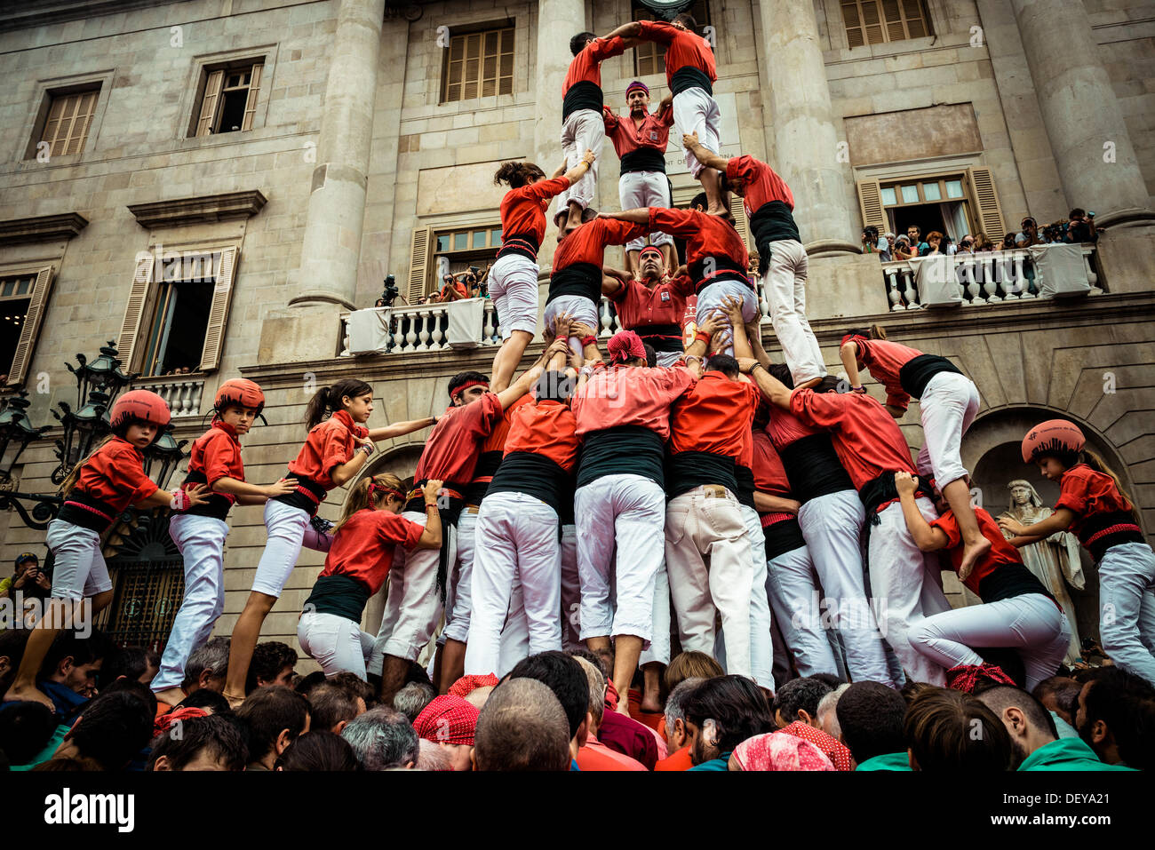 Barcelona, Spain. 24th Sep, 2013: The Castellers of Barcelona build a human tower in front of Barcelona's town hall during the city festival, La Merce, 2013 © matthi/Alamy Live News - Stock Image