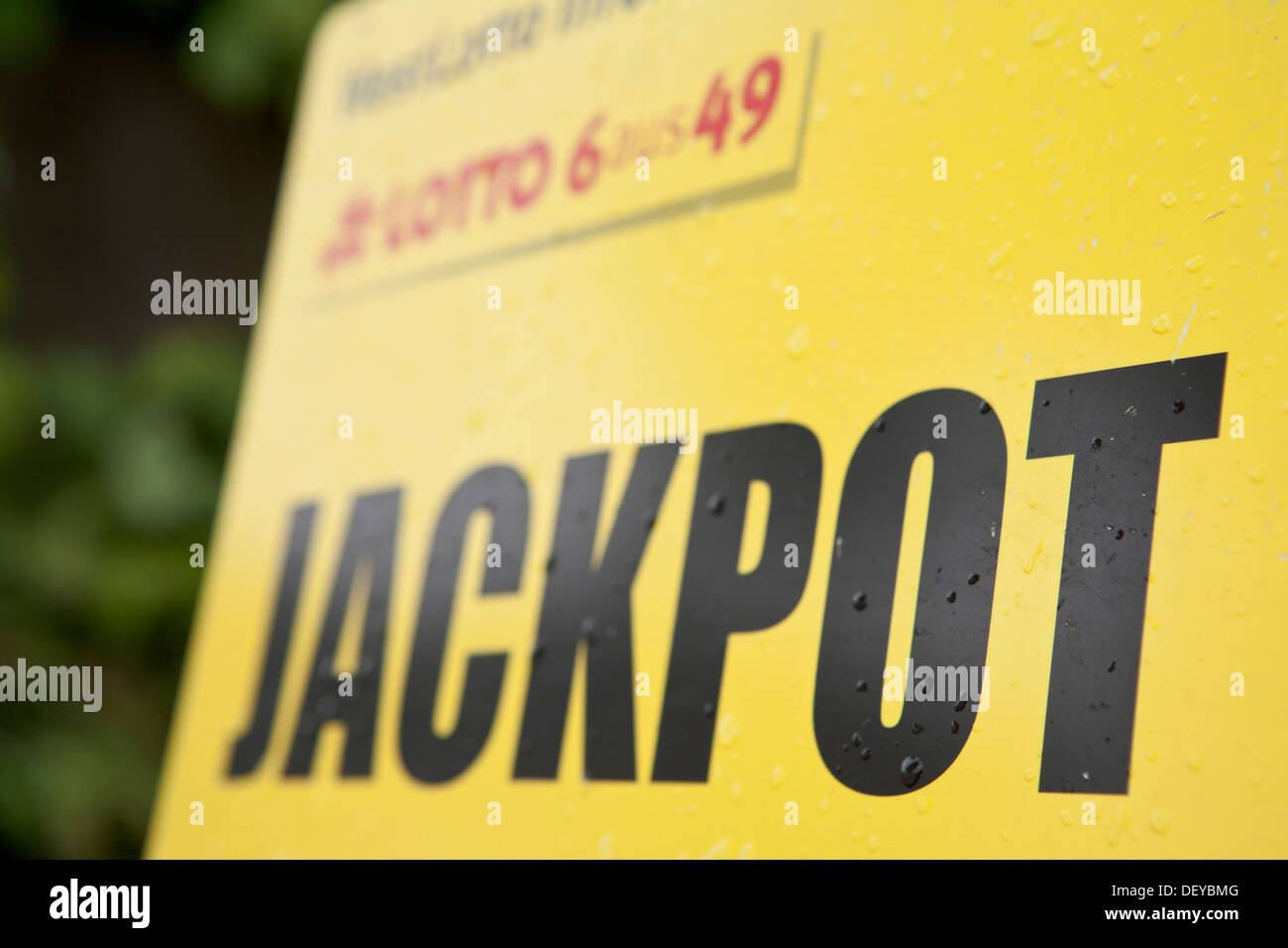 Yellow sign with the word 'Jackpot', German lottery - Stock Image