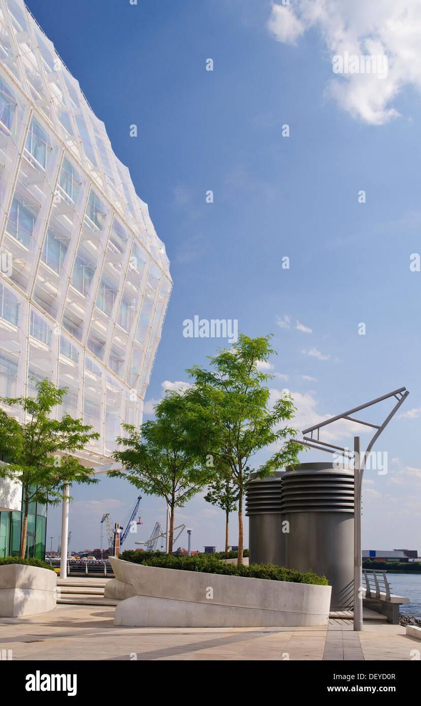 Modern office Building, Unilever's German headquarters on Grasbrook, Hafencity district, Hamburg - Stock Image