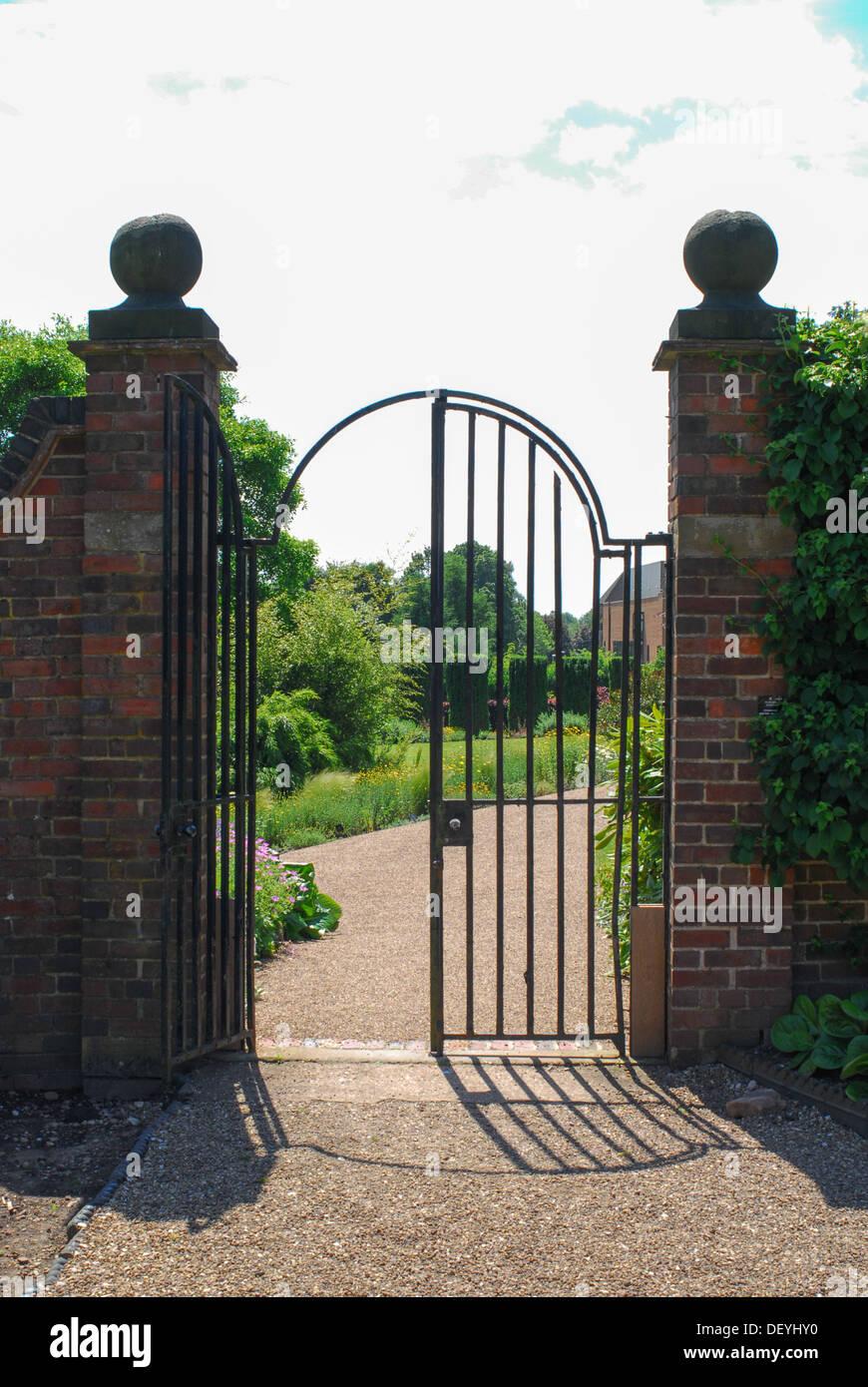 Wrought Iron Pillars Stock Photos Amp Wrought Iron Pillars