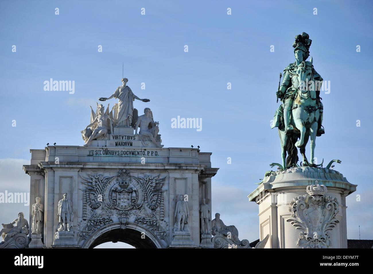 Arco da Rua Augusta arch and statue of King José I., Praça do Comércio, Lisbon, Portugal, Europe - Stock Image