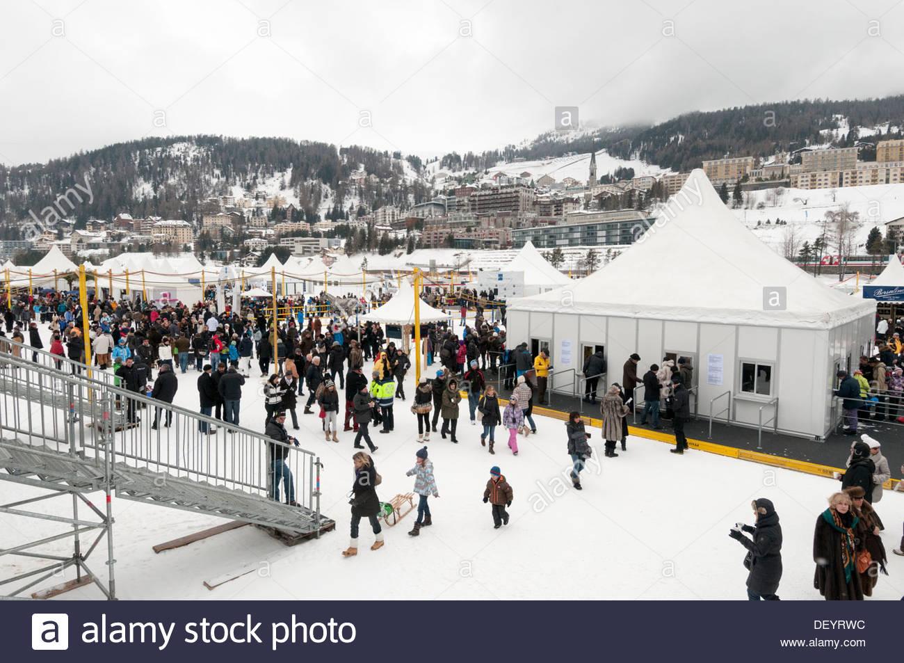 St. Moritz: punters crowd, 'White Turf', frozen lake - Stock Image