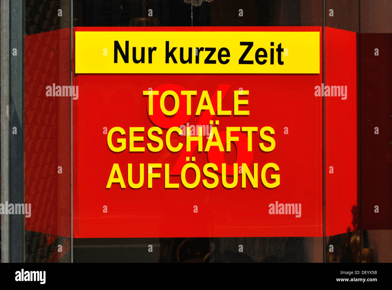 Nur kurze Zeit, Totale Geschaeftsaufloesung or Only a short time, total liquidation, sign, bankruptcy and limited time offers - Stock Image