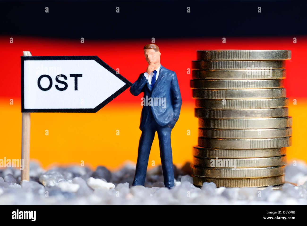 Signpost the east, retention solidarity tax, Wegweiser Ost, Beibehaltung Solidaritätszuschlag - Stock Image