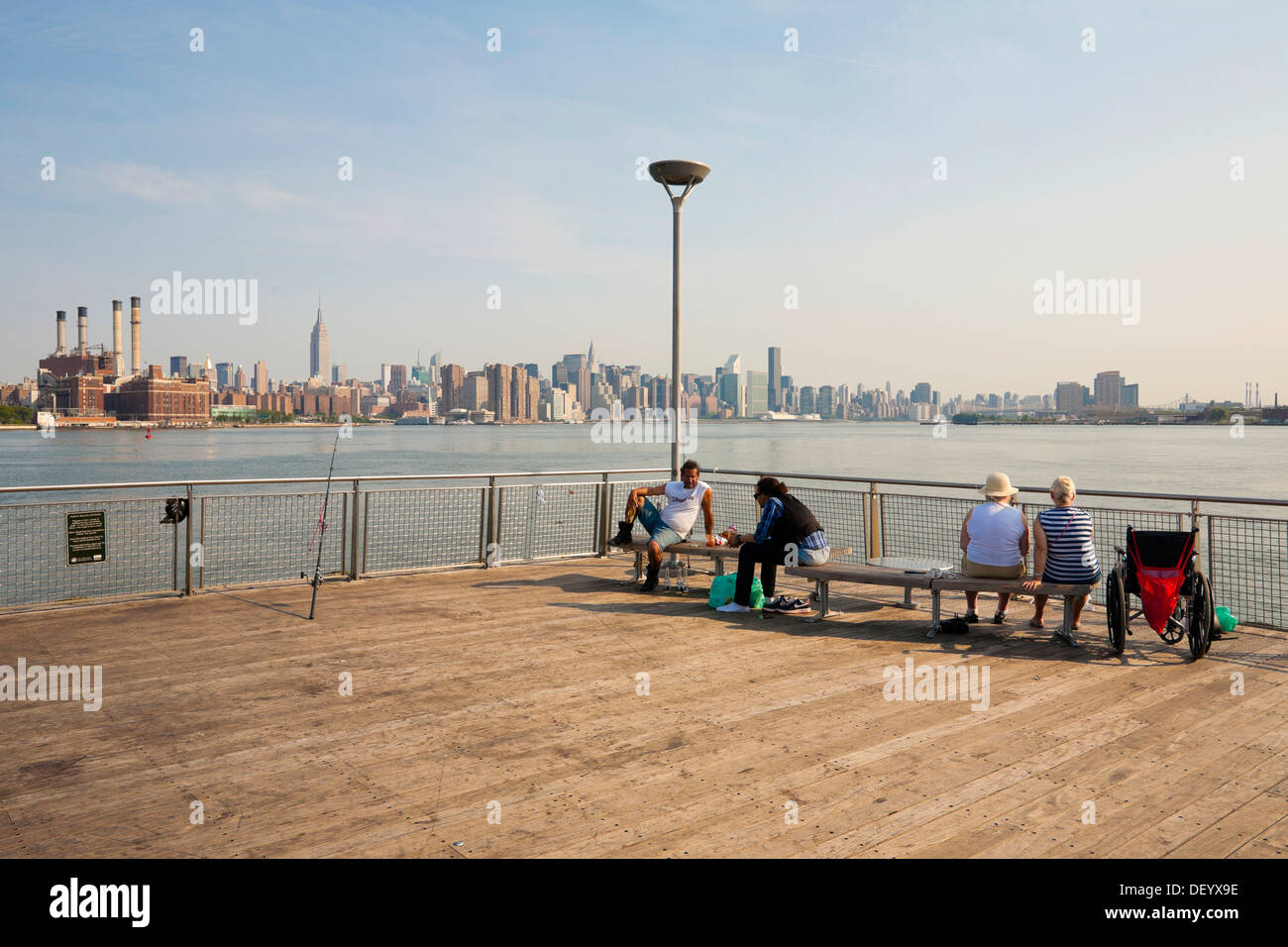 Pier at the shore of Greenpoint, Brooklyn, Manhattan at back, New York City, USA - Stock Image