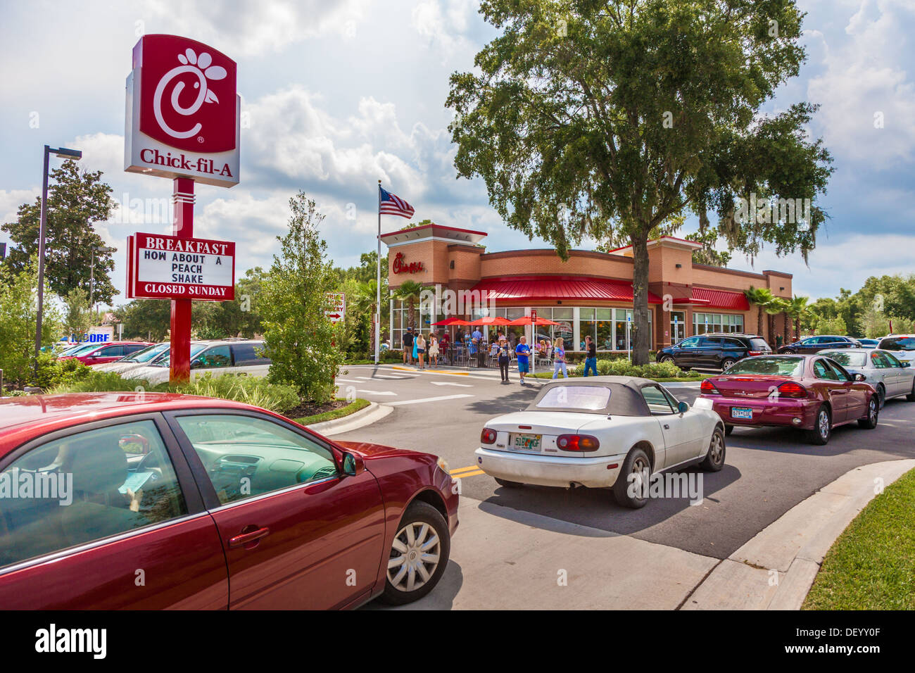 Cars lined up to the road at the Chick-fil-a fast food restaurant in Ocala, Florida in support of Christian values - Stock Image