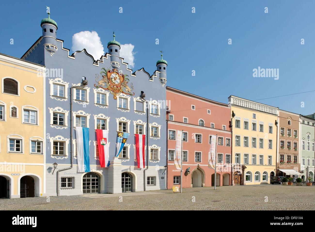City hall, former seat of the Electoral Bavarian government, Stadtplatz square, Burghausen, Upper Bavaria, Bavaria - Stock Image
