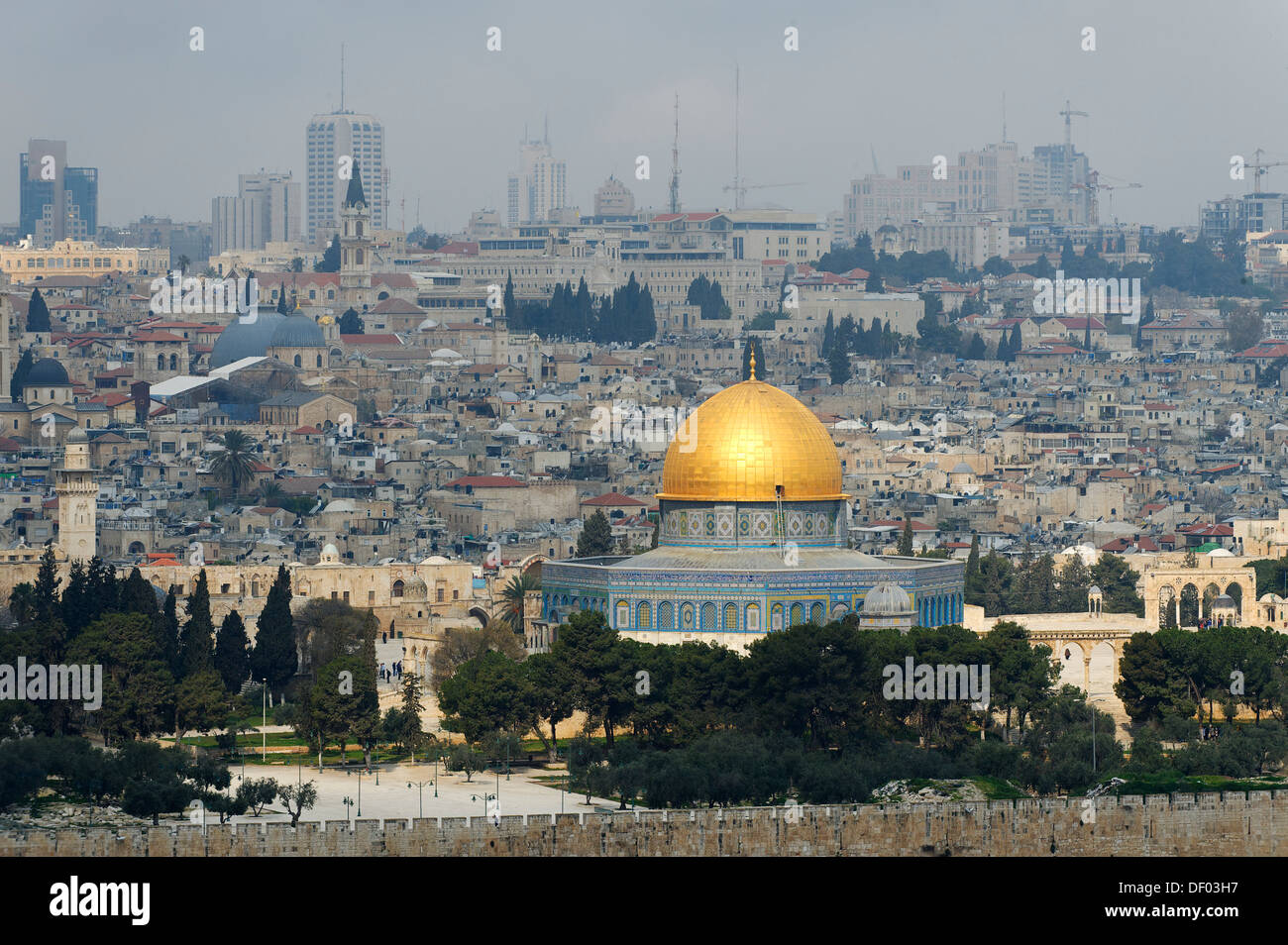 View from the Mount of Olives on the Dome of the Rock on the Temple Mount in the Old City of Jerusalem, Israel, Middle East - Stock Image