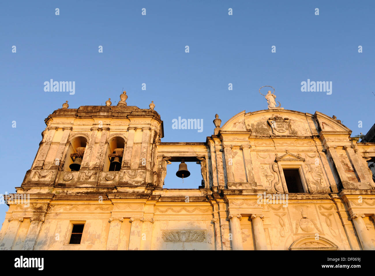 Detail, exterior, Catedral de la Asuncion, 1860, Leon, Nicaragua, Central America Stock Photo