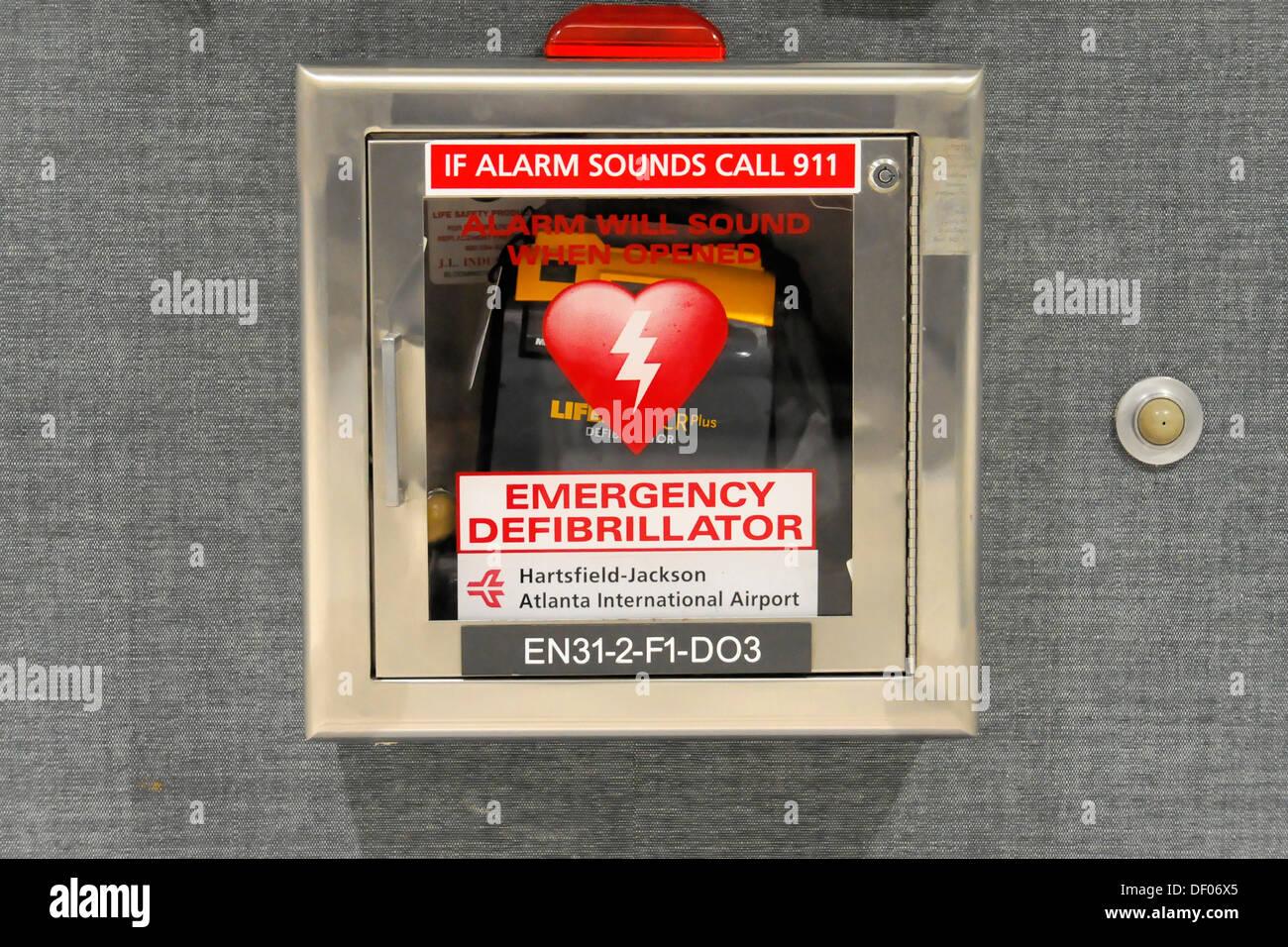 Defibrillator, Hartsfield-Jackson Atlanta International Airport, Atlanta Airport, Atlanta, USA, North America - Stock Image