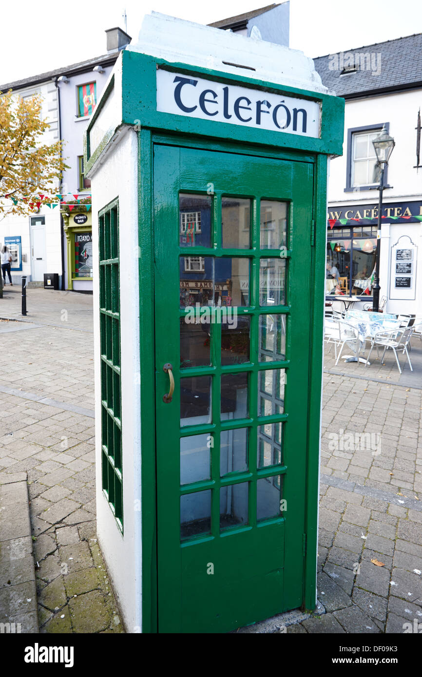 telefon old irish green telephone box westport county mayo republic of ireland - Stock Image