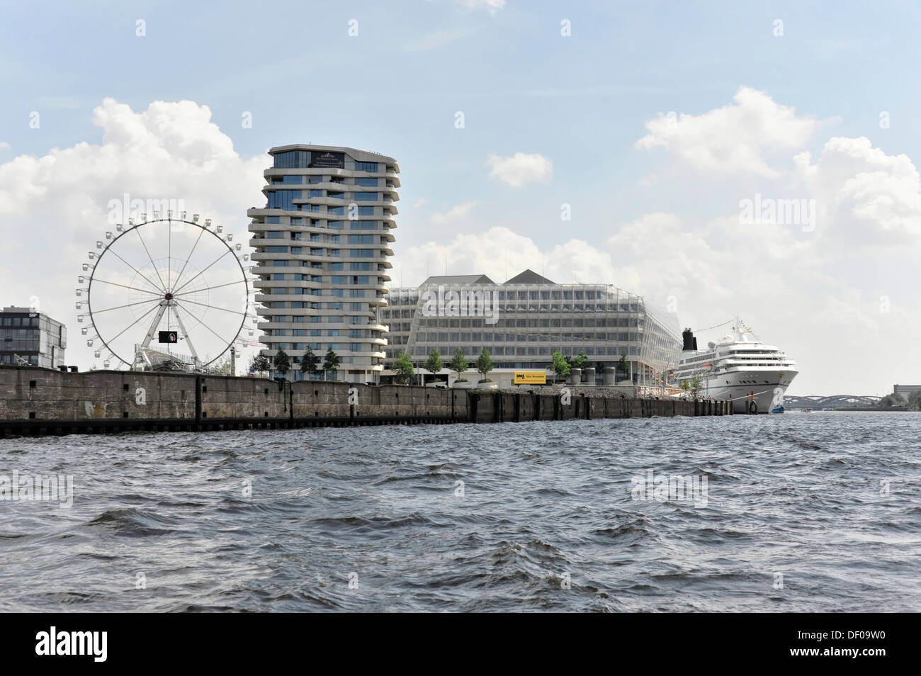 Ferris wheel, Marco Polo Tower and Unilever House, AMADEA cruise liner, right, built 1991, 193 metres, 600 passengers, HafenCity - Stock Image
