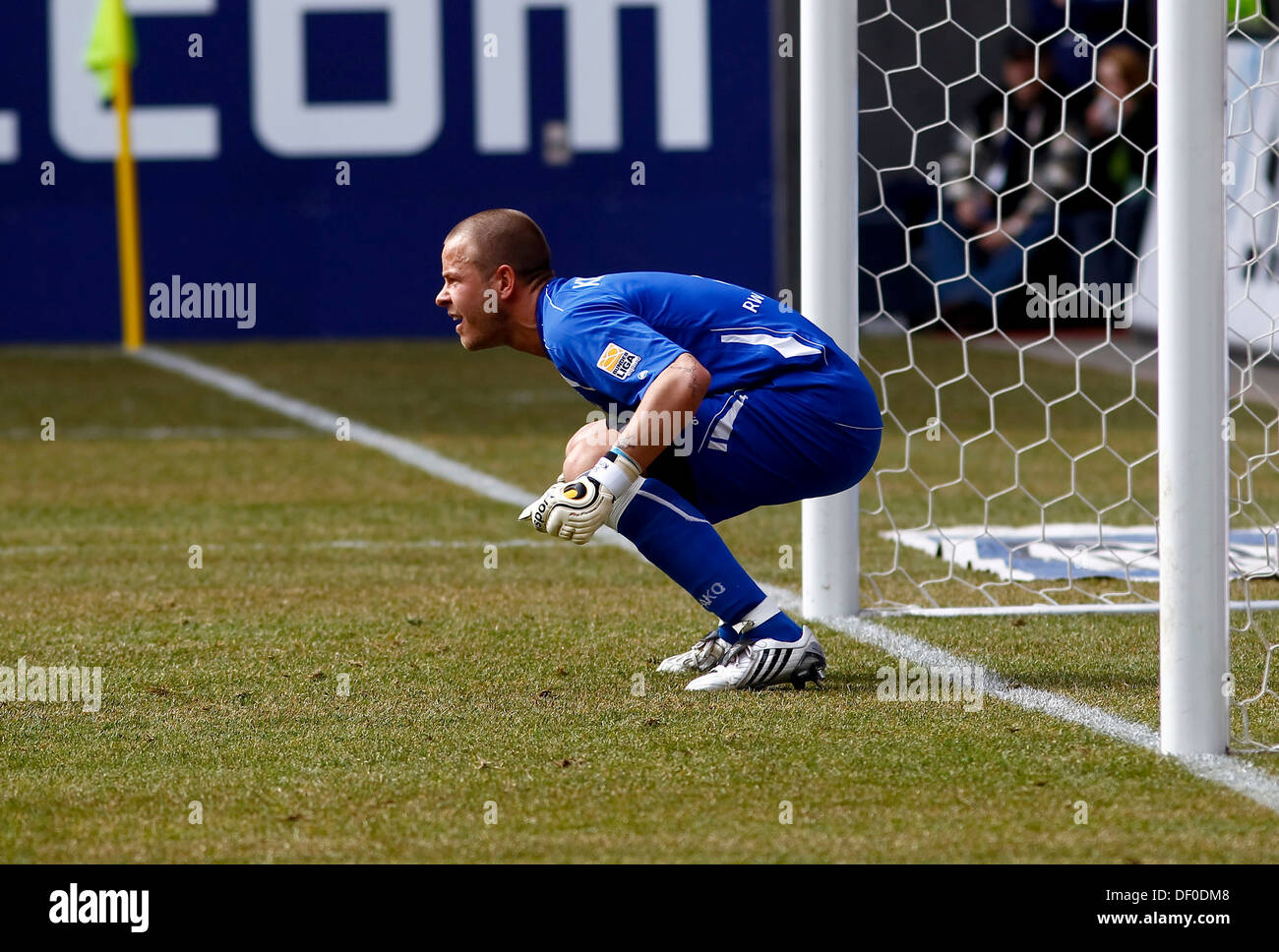 Sascha Kirschstein, goalkeeper of Rot-Weiss Ahlen, preparing for a free kick - Stock Image