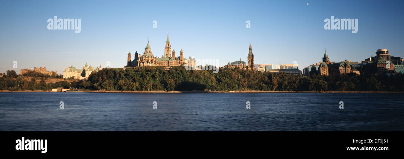 Canada, Ontario, Ottawa, Canadian Parliament view from Hull, Quebec. - Stock Image