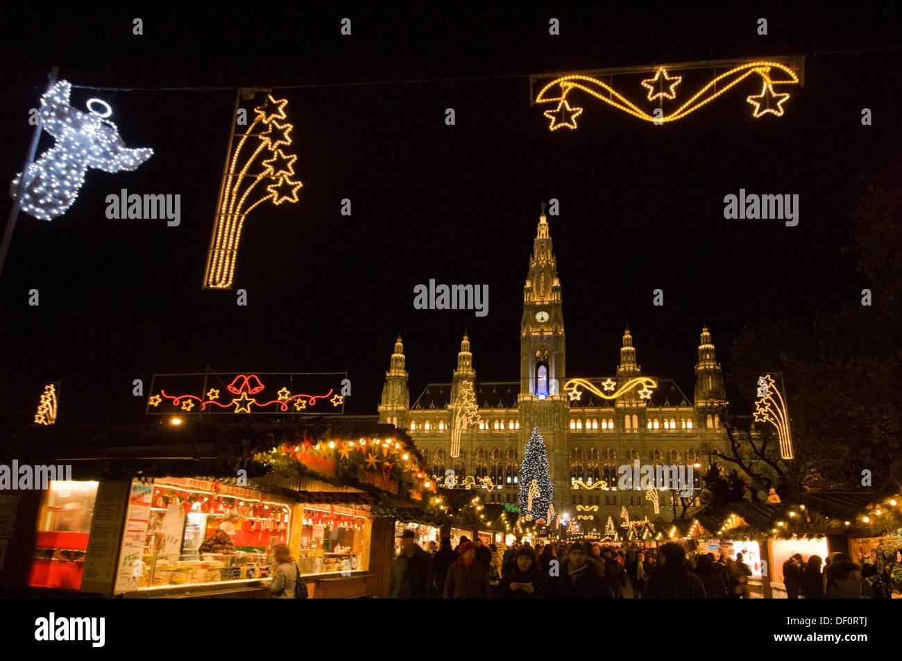 Österreich, Wien, Weihnachtsmarkt am Rathaus - Stock Image
