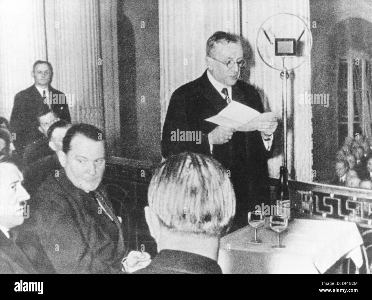 (l-r) Adolf Hitler, Hermann Göring, and the industrial magnat Fritz Thyssen (speech) are picutred in the Industrie-Club Düsseldorf (Industry Club Düsseldorf) in Germany on 26 January 1932. Thyssen invited Hitler do deliver a speech to present industrial magnats, bankers, and farmers. Photo: Berliner Verlag/Archiv - Stock Image