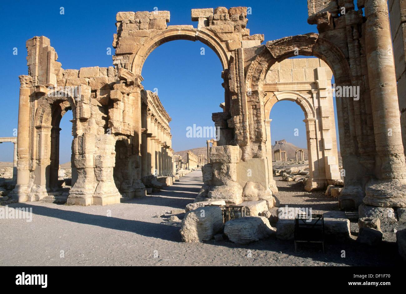 Triumphal arch and main street. Greco-Roman city. Palmyra. Syria - Stock Image