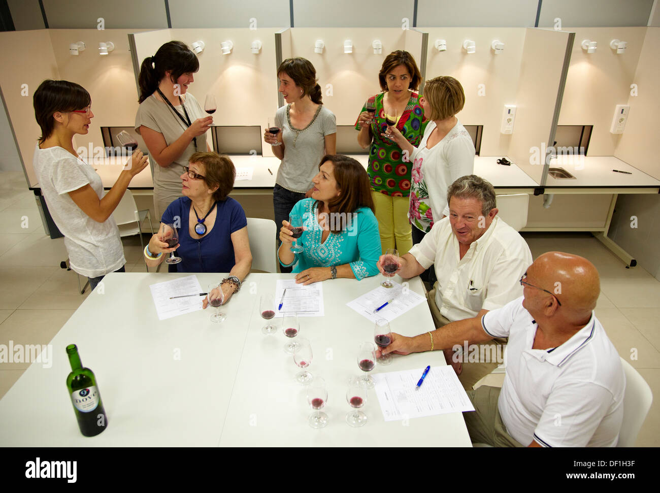 consumers tasting wine tutored by a sensory analysis