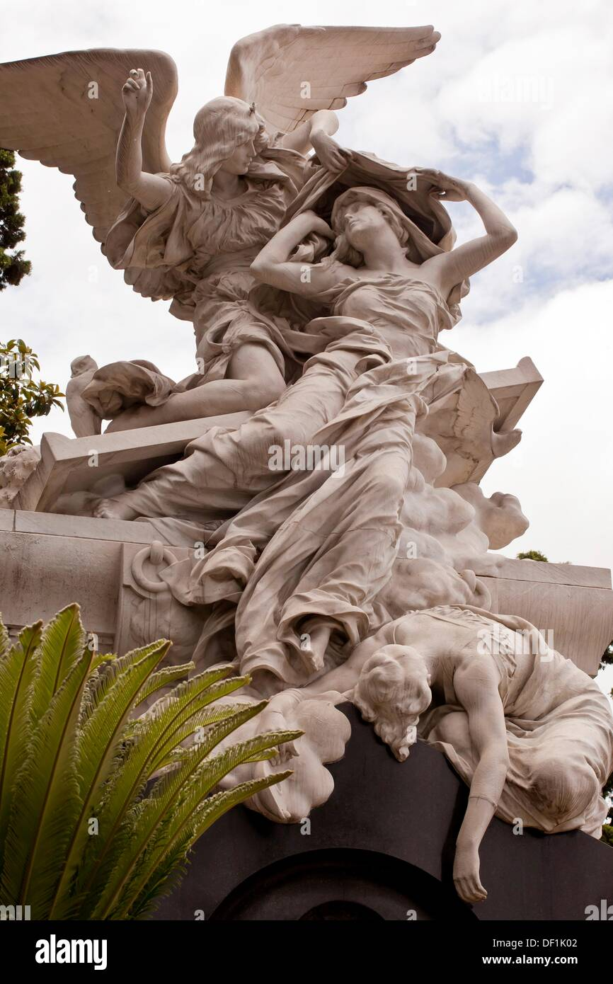 Perfect Stone angels, The artistry of bronze and stone statues on outside  WV93