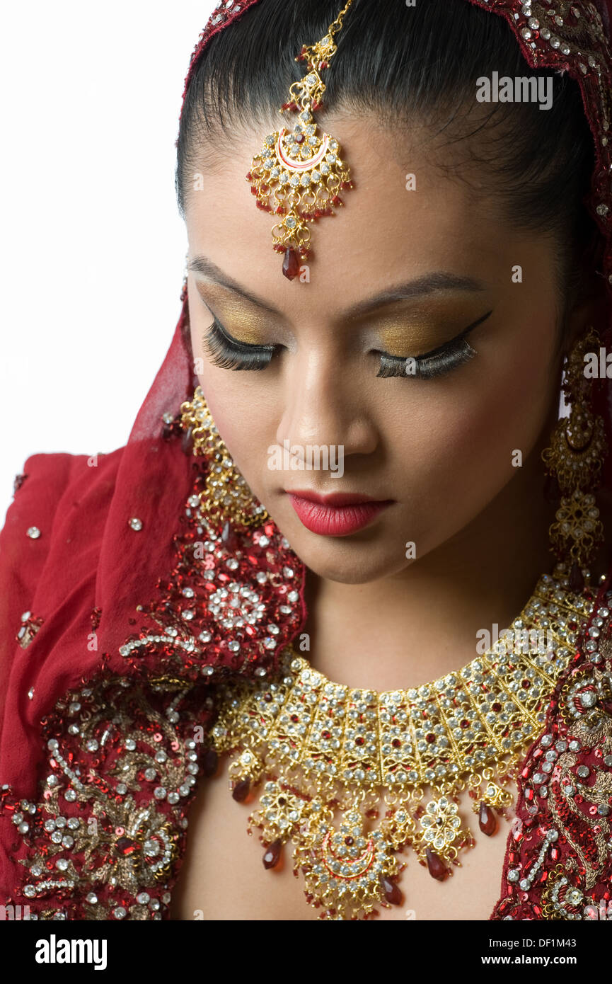 An asian bride wearing a veil. - Stock Image