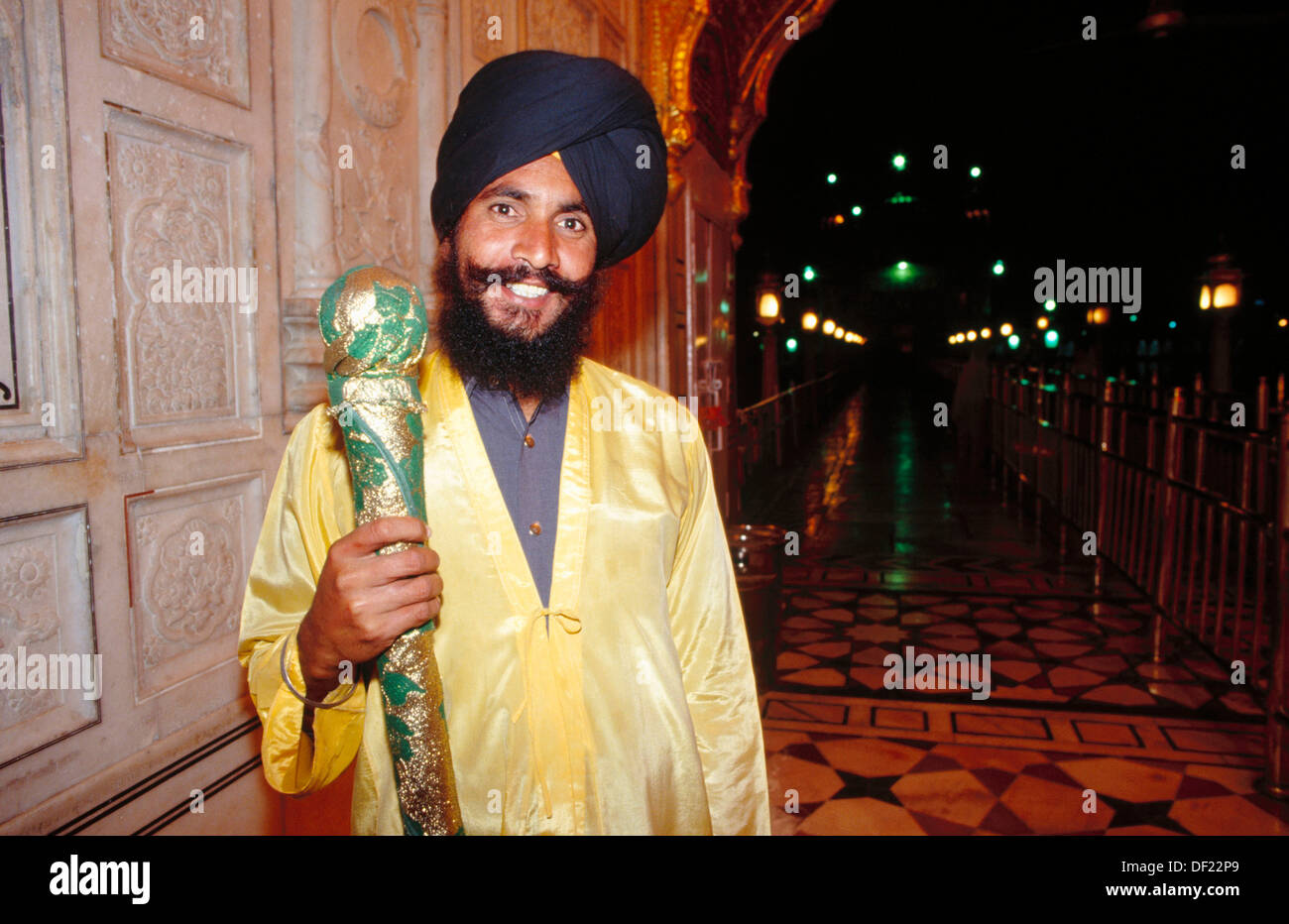 Master of ceremonies at the Golden Temple. Amritsar, India - Stock Image