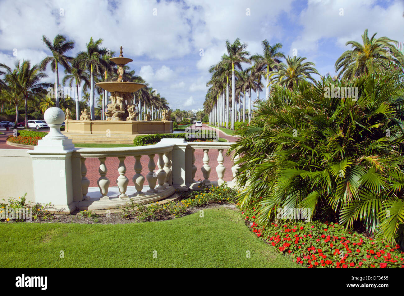 Resort gardens at The Breakers hotel in West Palm Beach, Florida ...